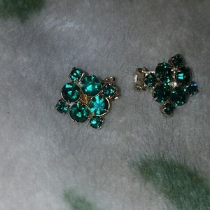 PM 325 Vintage rhinestone green clip earrings